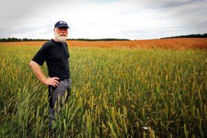 agricoltore contadino over 70