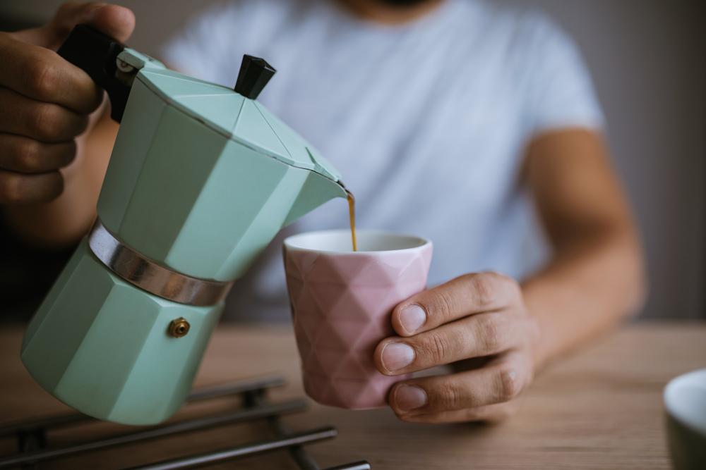Consumare caffè prima di colazione aumenta il rischio di diabete?