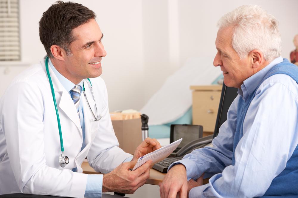 Esempio campagna la cura non ha età: paziente anziano dal medico