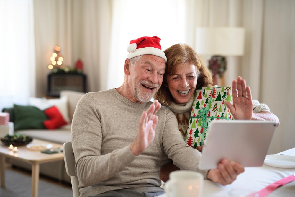 Coppia senior passa a casa il Natale in tempo di Covid