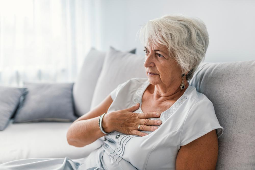 Donna con problemi al cuore: esempio di alimenti che incentivano insufficienza cardiaca