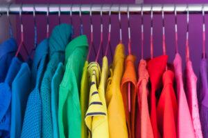 Capi d'abbigliamento colorati: esempio di armocromia