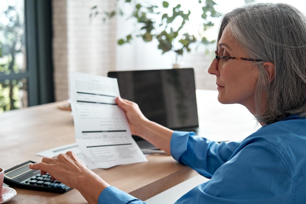 Donna calcola pensione di vecchiaia