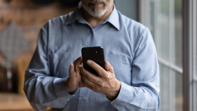 Over 60 naviga su rete da smartphone