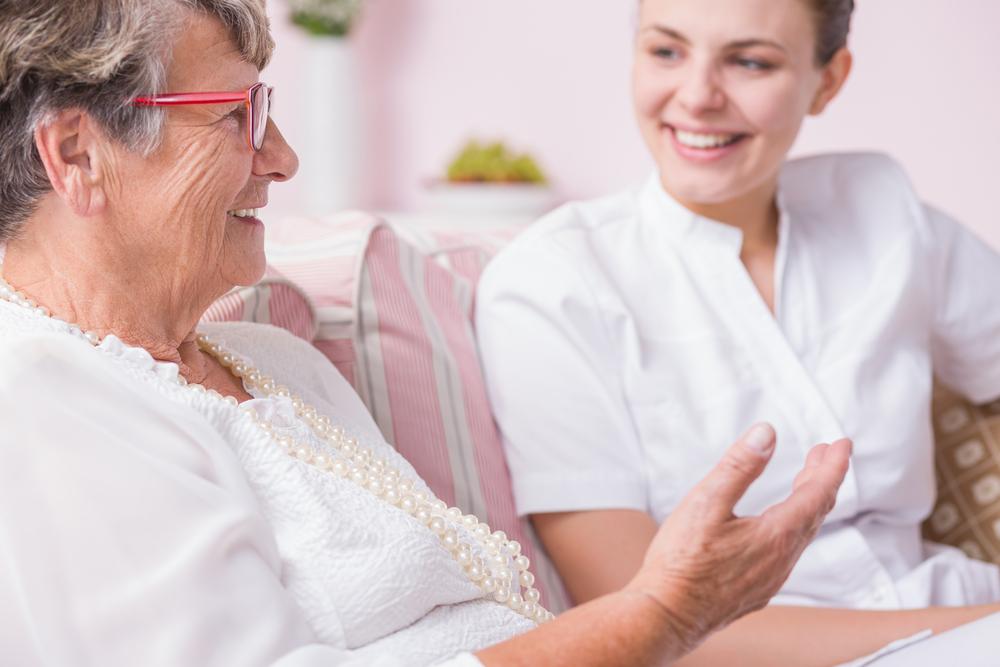 Anziana con assistente familiare
